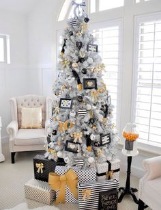 Decorating Modern Home Accessories And Decor Gold Christmas Decorations Ideas Christmas Door Decorating Contest Gold Christmas Decorations Ideas Modern ... & How to decorate your christmas tree and mantel the easy way. Plus ...