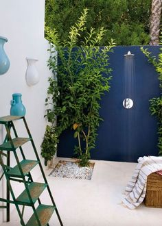 Outdoor shower: 30 inspirations pour bien vivre dehors - Marie Claire Maison pinned by barefootstyling.com