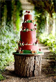 14. Mushroom Rustic Wedding Cake…    Photo CreditTake your woodland rustic wedding cake to the next level when you use red fondant on your cake to match your woodland mushrooms…