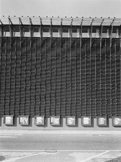 Transformerstation Bremerholm blev opført mellem 1962 og 1963 af Arkitekt Hans Chr. Hansen, da han arbejdede for Stadsarkitektens Direktorat i København under ledelse af F.C. Lund (1896-1984). Bygningen bibeholdt sin funktion som transformerstation indtil 2013, hvor den nuværende ejer Dong energi valgte at flytte transformerne ud af byen. Siden har bygningen stået ubenyttet hen, men spor af dens tidligere liv står tydeligt og uberørt tilbage.