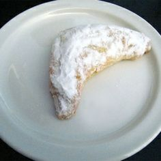 Kifli is a traditional Hungarian pastry made by cutting sheets of soft flour dough into triangular wedges, and wrapping those wedges to create. Fun Desserts, Dessert Recipes, Hungarian Recipes, Hungarian Food, Polish Recipes, Polish Food, Yeast Bread, Homemade Cookies, Quick Bread