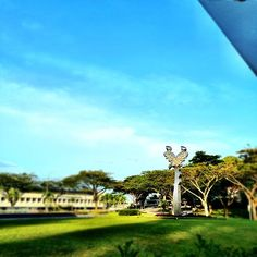 Look! A giant eagle! #yog #sculpture #youtholympics #singapore2010 #butterfly #sky #blue #green #clouds #ntu #campus #university #school #sg #olympics #olympic #guosheng #guoshengz #iphone4s