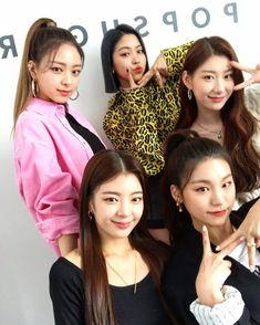 Just look at some of these kids, how can they be so dumb? And babies know literally. Kpop Girl Groups, Korean Girl Groups, Kpop Girls, I Love Girls, These Girls, Baby Girls, K Pop Star, Korean Language, Photos