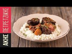 Tomato beef stew by Greek chef Akis Petretzikis. A very delicious, aromatic dish with a soft, tender beef and tasty vegetables in a rich, thick tomato sauce! Tomato Beef Stew, Beef Stew Meat, Meatballs And Rice, Greek Meatballs, Greek Cooking, Greek Recipes, Food Videos, Food Porn, Tasty