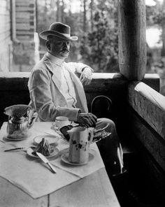 : composersdoingnormalshit: Jean Sibelius looking dapper having tea. Can't do without - Jean Sibelius Kinds Of Music, Music Is Life, Culture Of France, Erik Satie, Classical Music Composers, Chor, Historical Pictures, Conductors, Rare Photos
