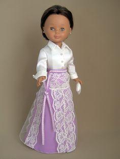 Conjunto para Nancy. Traje inspirado Reina Rania de Jordania. Boda príncipes Felipe y Letizia. Girl Doll Clothes, Doll Clothes Patterns, Clothing Patterns, Pretty Dolls, Beautiful Dolls, Nancy Doll, Doll Making Tutorials, Wellie Wishers Dolls, American Girl Crafts