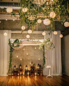 Ein paar Lichterketten, außergewöhnliche Teelichter und Kerzen ...