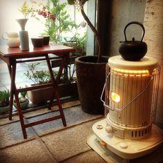 Japanese Heater collection.  そろそろ冬も本番、寒い毎日をあたたかく過ごすのに必需品な暖房器具。なかでもレトロな石油ストーブはおしゃれなものがたくさんあります。お部屋のインテリアにもなるような素敵な石油ストーブをご紹介します。 Asian Interior, Interior Styling, Oil Heater, Kerosene Heater, Home Board, Wood Burner, Room Tour, Winter House, My Room