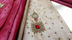 Embroidery Neck Designs, Aari Embroidery, Embroidery Works, Indian Embroidery, Embroidery Fashion, Simple Blouse Designs, Sari Blouse Designs, Kurti Neck Designs, Bridal Blouse Designs