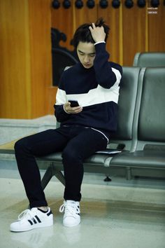 DO (Kyungsoo) Airport Fashion Kyungsoo, Kaisoo, Exo Chanyeol, Kpop Fashion, Korean Fashion, Airport Fashion, Men Fashion, Exo Songs, Exo Music