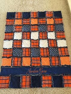 R rag quilt Flannel Rag Quilts, Baby Rag Quilts, Rag Quilt Patterns, Rag Quilt Tutorials, Halloween Quilts, Quilting Designs, Quilting Ideas, Crazy Quilting, Quilting Projects