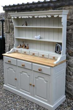 I want something like this Shabby chic Welsh Dresser for my dining room Shabby Chic Dresser, Chic Kitchen, Shabby Chic Welsh Dresser, Chic Decor, Furniture Makeover, Country House Decor, Shabby Chic Room, Chic Home Decor, Shabby Chic Kitchen
