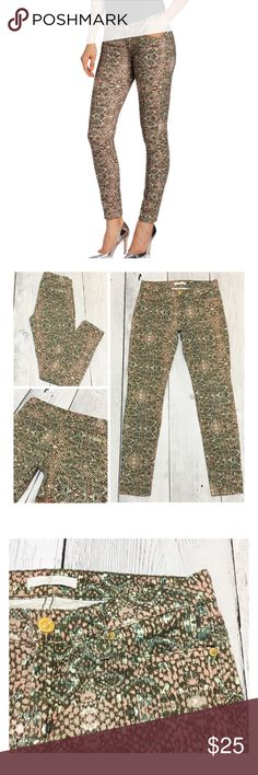 "7 For All Mankind Snake Print Skinny Jeans sz 27 Very Good Condition. They have normal wash wear but no signs of holes, tears, piling or Visable wear in the fabric. Super Soft!!! Colors are Pink, Green, Ivory and Brown. 97% Cotton, 3% Spandex. Waist Flat 14.5"", Front Rise 8"", Inseam 28"", Bottom leg opening 5"". 7 For All Mankind Jeans Skinny"
