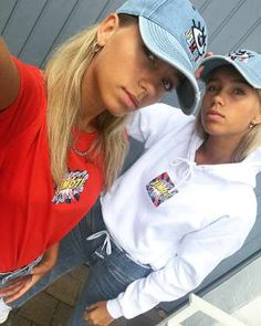 """Lisa und Lena moderieren """"The Dome"""" Lisa Or Lena, Sisters Goals, Kids Outfits, Cute Outfits, Social Media Outlets, How To Make Shorts, All About Fashion, Bffs, Kids And Parenting"""