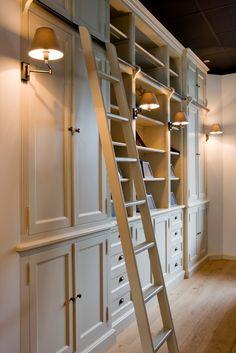 Trendy home library lighting ladder Ideas Home Library Design, Home Office Design, House Design, Design Desk, Bookshelves Built In, Built Ins, Bookcases, Library Lighting, Bookcase Lighting
