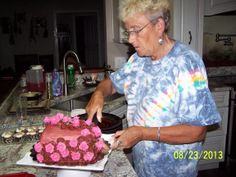 Grandma's B-day Cake... Lots of Roses for her.