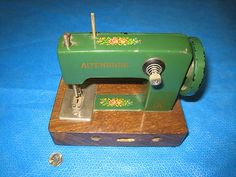 Toy Altenburg Sewing Machine