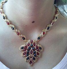 İlgili resim Photo Jewelry, Diy Jewelry, Jewelry Necklaces, Handmade Jewelry, Jewelry Making, How To Make Necklaces, How To Make Beads, Bead Earrings, Beaded Necklace