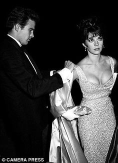 Cannes : Hollywood actress Natalie Wood and her boyfriend, American actor Warren Beatty in 1962