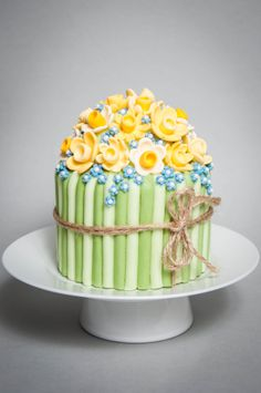 Daffodil single tier cake