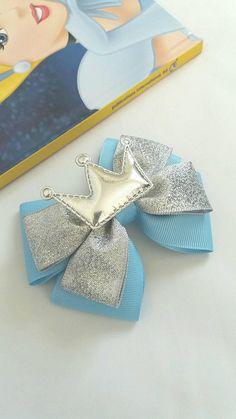 Cinderella inspiredPrincess Hair Bow Baby Headband Crown | Etsy Princess Hair Bows, Girl Hair Bows, Hair Ribbons, Ribbon Bows, Baby Bows, Baby Headbands, Crochet Headbands, Broches Disney, Disney Hair Bows