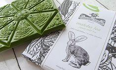 Japanese green tea (pulverized) in white chocolate. Ingedients: sugar, milk powder, cocoa butter, lecithin of soya, vanilla, matcha tea. [Rózsavölgyi Csokoládé]