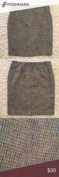 """Ann Taylor Grey Tan Tweed Straight Pencil Skirt Skirt is new with tags no stains or flaws. Back zipper closure. Waist 14"""" Hips 19 1/2"""" Length 22 1/2"""" Ann Taylor Skirts Pencil"""
