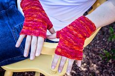 Today we're excited to bring you a free pattern from designer Jessica Anderson for a pair of simple and easy fingerless mitts. Fingerless Gloves Knitted, Crochet Gloves, Knit Or Crochet, Lace Knitting, Knitting Patterns Free, Free Crochet, Knitted Hats, Free Pattern, Wrist Warmers