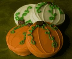 Pumpkin Patch Chocolate Dipped Oreos (Set of Perfect for a fall wedding! Thanksgiving Treats, Fall Treats, Holiday Treats, Halloween Treats, Halloween Party, Fall Snacks, Halloween Recipe, Halloween Desserts, Halloween Cupcakes