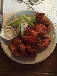 Buffalo Wings ca la mama lor acasă - FoodCrew Buffalo Wings, Chicken Wings, Meat, Food, Essen, Buffalo Wild Wings, Yemek, Meals