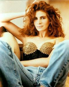 """Julia Roberts - She has this """"girl-next-door"""" ish-ness about her that is only surpassed by her disarmingly glamorous smile. She makes everything look so comfortable. She takes complex fashion/style structures and breaks them into everyday, easily copied looks...amazing. Love that she does with style, what she does with people; disarms them."""