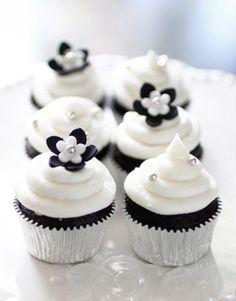 Cupcakes color blanco y negro