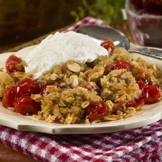 Slow Cooker Cherry Crisp - Warm and bubbly cherries baked with a crumbly oat and brown sugar topping. This classic dessert simmers gently in a Crock Pot and is ready in under 2 hours. Start it when you get home from work and it's ready by dessert time. Crock Pot Desserts, Slow Cooker Desserts, Slow Cooker Recipes, Crockpot Recipes, Dessert Recipes, Cooking Recipes, Fruit Dessert, Pie Recipes, Crock Pot Slow Cooker