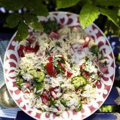 Orzo-Nudelsalat mit Brokkoli und Tomaten Rezept | LECKER