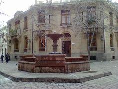 Hermosa pileta en el barrio Concha y Toro,  Santiago de Chile.
