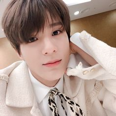 jeno makes a new friend after graduation, and he spends more time w… Jeno Nct, Taeyong, Nct 127, Close Up, Ntc Dream, Johnny Seo, Fandom, Wattpad, Jung Woo