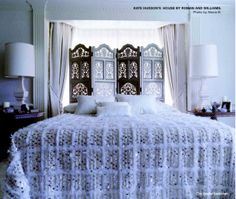 kate hudson's bedroom - moroccan wedding blanket......love.