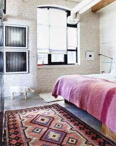 feminine loft bedroom - white brick + kilim rug + exposed beams + black and white art Industrial Bedroom, Design Industrial, Modern Industrial, Piece A Vivre, Deco Design, White Bedroom, Brick Bedroom, Urban Bedroom, Trendy Bedroom