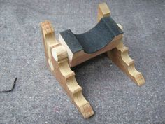 Self-leveling Guitar Neck Rest by Aiko Timmer by Aiko Timmer