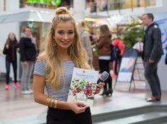 Kaunis Rosanne Parikka juonsi Ravintolafest tapahtumapäivää.