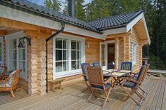 terraza de la #casa de #troncos de #madera modelo KU82 de Kuusamo Log Houses #sostenible