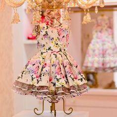Barrinha em babados feito na organza e mesma estampa exclusiva do vestido. Um luxo!! ##novacolecao Amor Perfeito! ⠀ VENDAS/INFORMAÇÕES.: (62) 98101-2323 :: Maria (62) 98227-0020 :: Nathy (62) 98208-2296 :: Bia (62) 98255-0020 :: Karla (62) 99639-2888 :: Kamila (62) 3997-5757 :: Loja ⠀ ⏰ Atendimento via WhatsApp de segunda a sexta das 9:00 às 18:00 horas. Entregamos para o mundo todo! ✈️ #AmorecoInfantil #Love #Baby #princesalinda