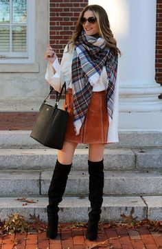 Perfect outfit for fall and winter! Pair a blanket scarf winter a white top and skirt is so gorgeous! Fall scarves , h… Casual Winter Outfits, Trendy Outfits, Fall Outfits, Cute Outfits, Fashion Outfits, Fashion Tips, Office Outfits, Jersey Oversize, Tartan Plaid Scarf