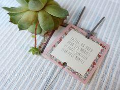 Découvrez le Portfolio de Crème de Papier avec carte feu de bengale.