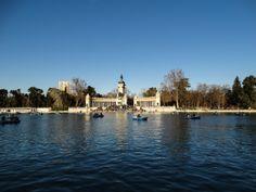 El estanque del #ParqueDelBuenRetiro de #Madrid, antiguos jardines privados de los reyes. http://www.viajaramadrid.org/?page=paseodelpradoyretiro.php #turismo #guia #viajar