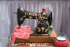 In honour of #NationalSewingMachineDay I'm sharing our fab @singersewinguk inspired birthday cake from back in January! #DDTurns20