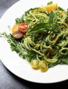 le ricette di Desi: spaghetti crudisti di crema di avocado