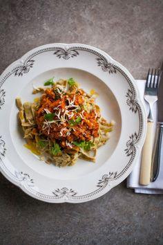 Den här veckan tipsar jag om 5 snabba middagar under 30 minuter. För vissa dagar är det bara så att middagen måste gå gott att laga. Men själv känner jag att det ändå bör vara god och vällagad mat. Risotto, A Food, Vegetarian Recipes, Meat, Ethnic Recipes, Corner, Dark, Alternative, Vegetable Dip Recipes