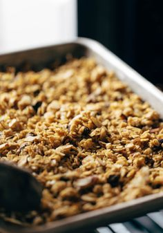 Favorite Pumpkin Granola - Pinch of Yum Overnight Oats, Real Food Recipes, Cooking Recipes, Pumpkin Granola, Pumpkin Seed Recipes, Cooking Green Beans, Goat Cheese Recipes, Sliced Almonds, Yummy Treats