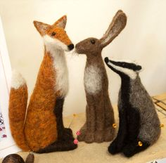 LOOK: Wool art like you've never seen before Jenny Barnett's needle felted figures - a fox, rabbit, and badger Needle Felted Animals, Felt Animals, Felt Fox, Felt Birds, Needle Felting Tutorials, Felt Fairy, Felt Mouse, Wool Art, Felt Dolls